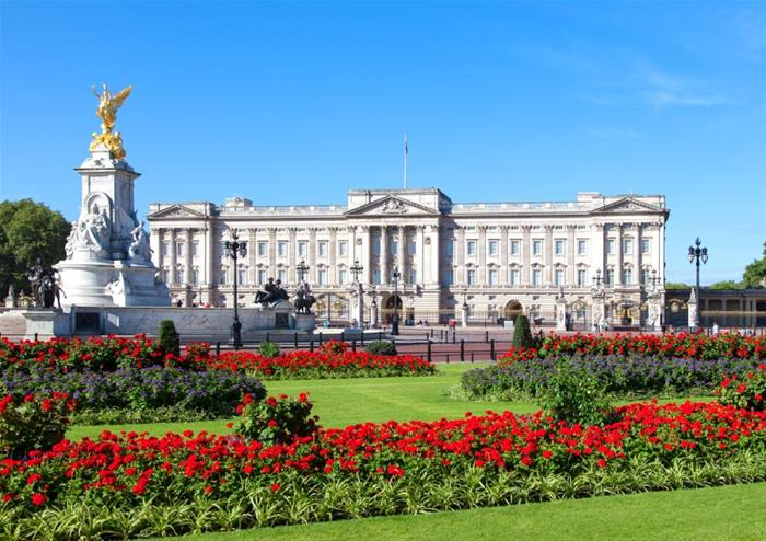 Sights and Sounds of London with River Cruise and Walking Tour