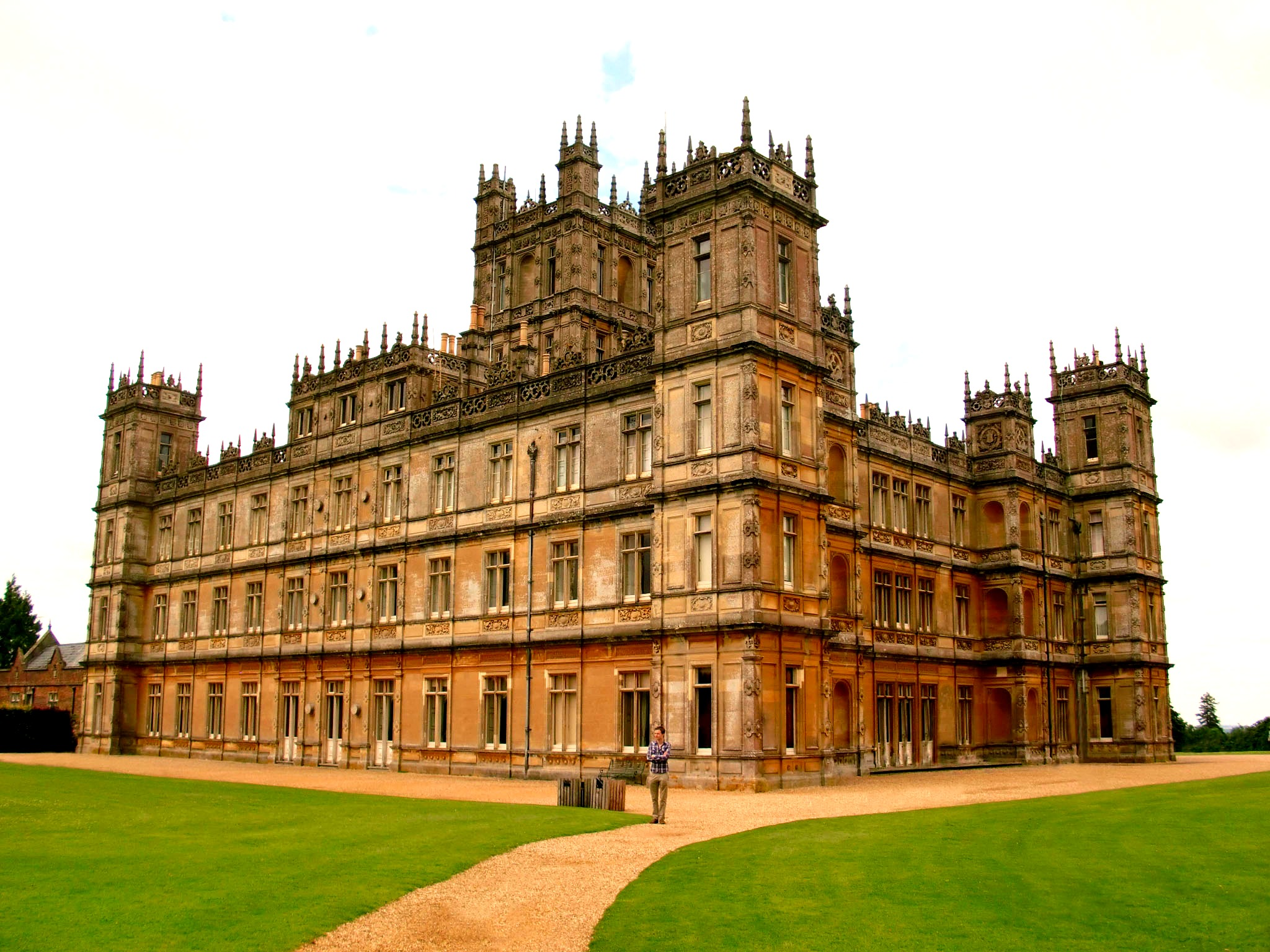 how to visit downton abbey
