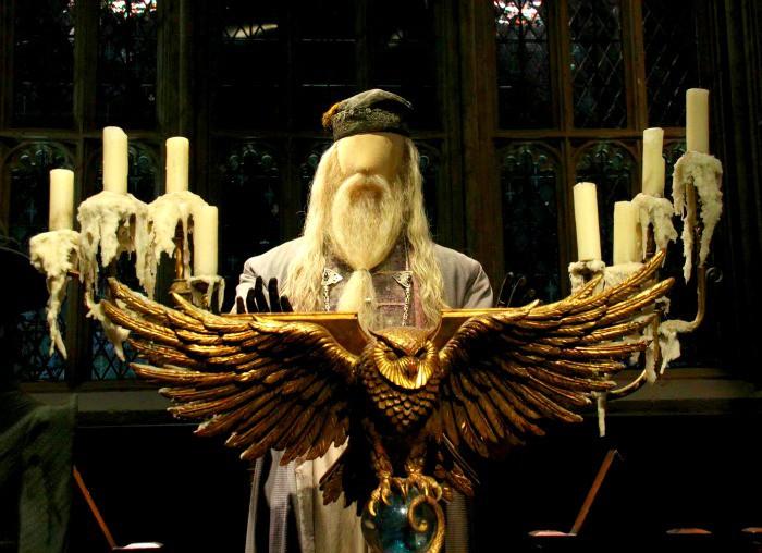 Explore the wonders of Dumbledore's office