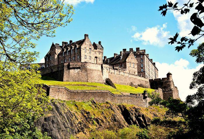 Take a day trip to Edinburgh