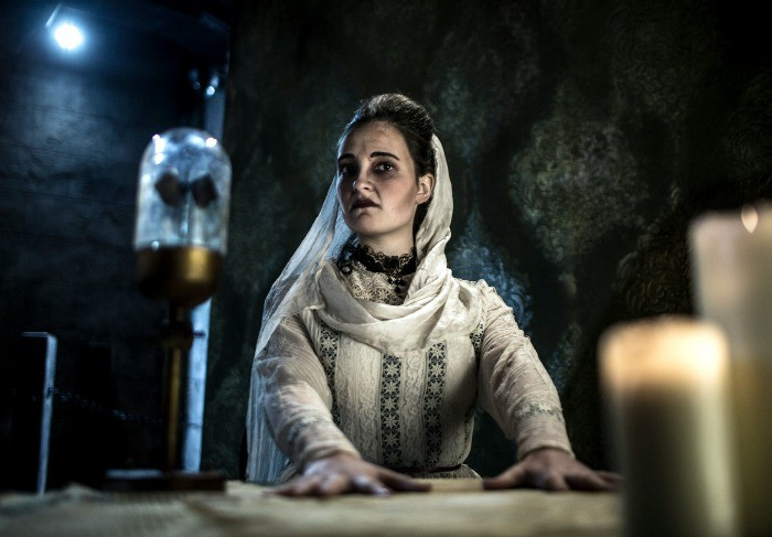 Take part in Seance at The London Dungeons