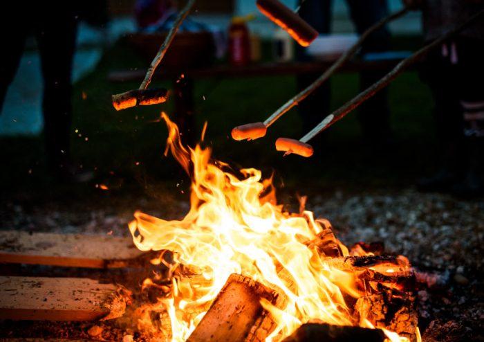 Cooking sausages on a bonfire
